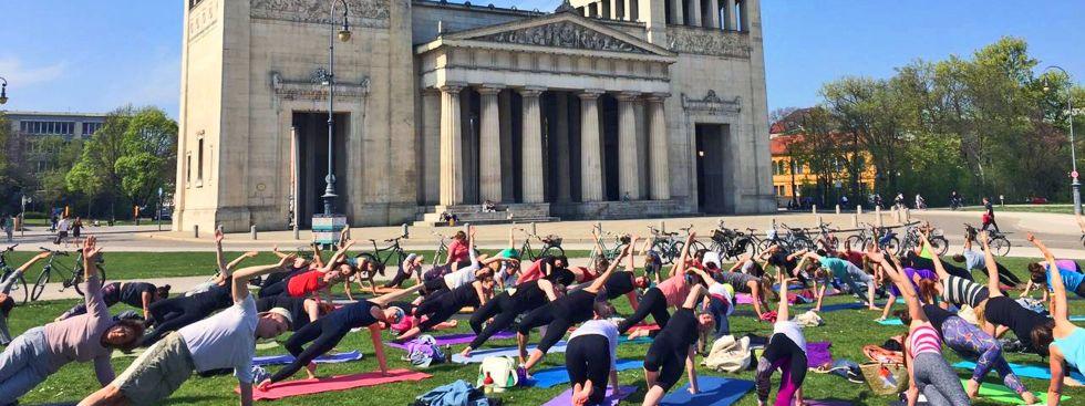 Pop Up Yoga am Königsplatz, Foto: MunichMag