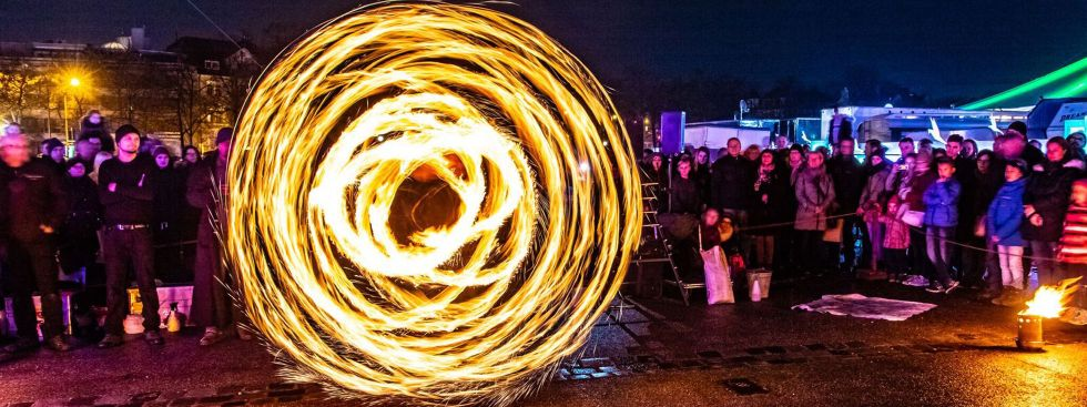 Faszination Feuershow beim Tollwood Winterfestival 2018, Foto: Heinz Peter Fotografie München