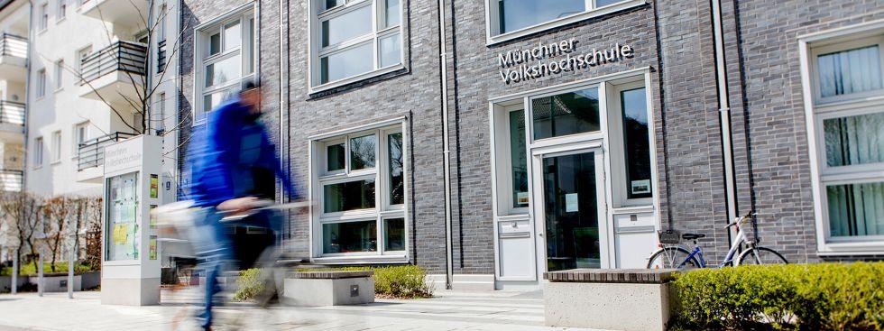 Sommerprogramm der Münchner Volkahochschule., Foto: Loredana La Rocca, MVHS