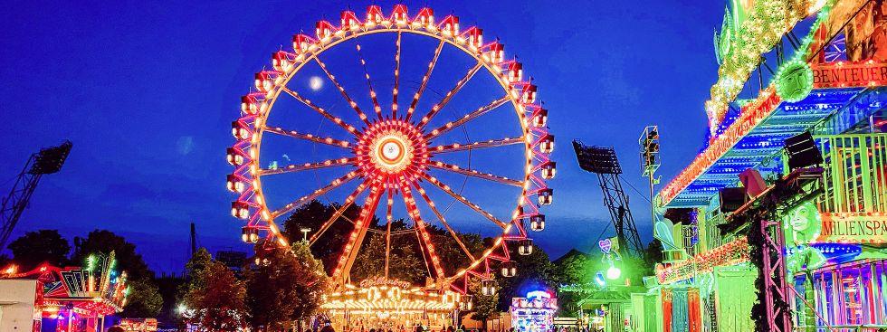 Sommer in der Stadt: Der Coubertinplatz im Olympiapark am Abend, Foto: muenchen.de/Anette Göttlicher
