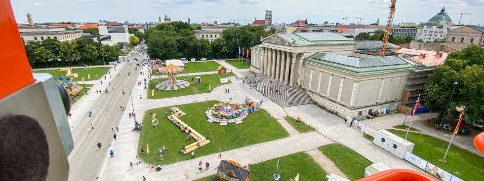 Einzigartig: Der Blick vom 45 Meter hohen Willenborg-Riesenrad über den Königsplatz und das Kunstareal, Foto: muenchen.de/Anette Göttlicher