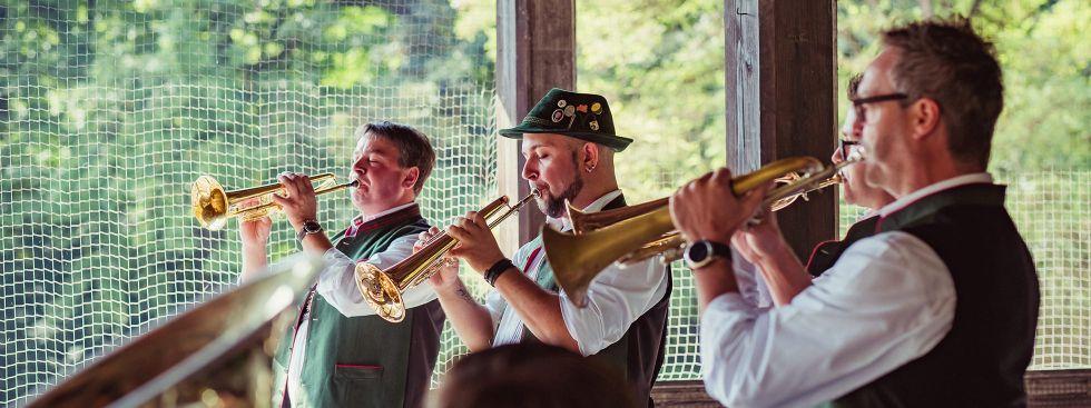 WirtshausWiesn-Musik von der Oktoberfestkapelle der Ochsenbraterei am Chinesischen Turm, Foto: Anette Göttlicher