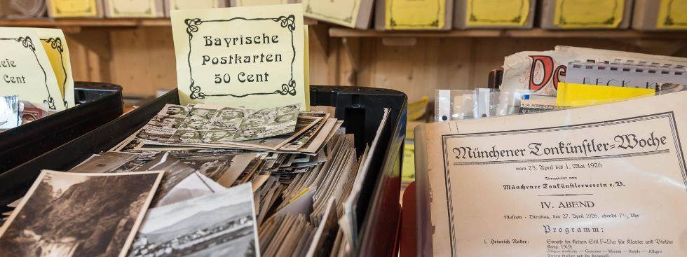 Alte Postkarten auf der Auer Dult, Foto: Mario Fichtner