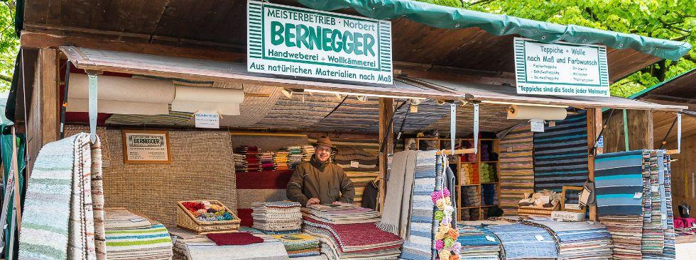 Teppiche vom Familienbetrieb Bernegger auf der Auer Dult, Foto: Mario Fichtner