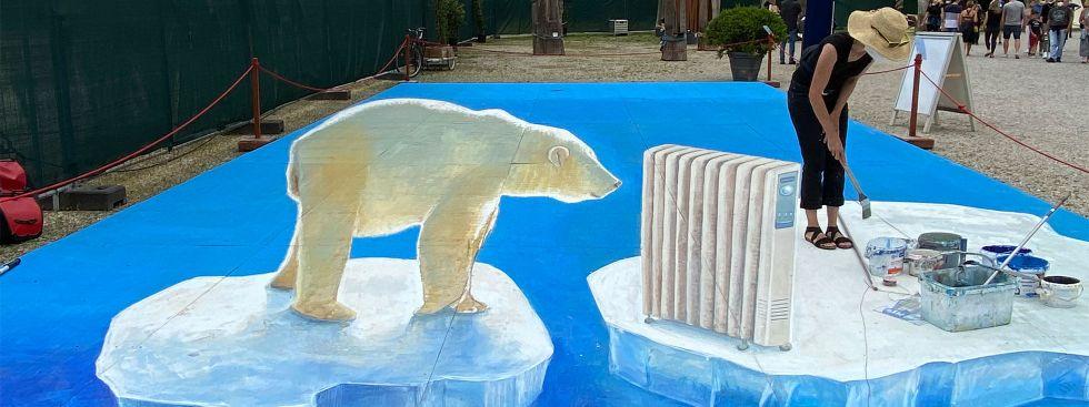 Tollwood: Bodengemälde mit Eisbär, Foto: muenchen.de/Michaela Mühlbauer