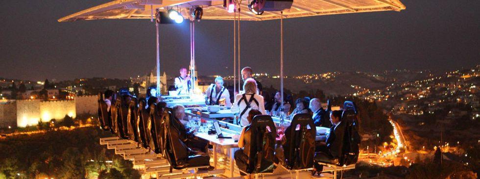 Dinner in the Sky bei Nacht, Foto: Dinner in the Sky