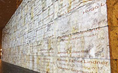Namensprojektion an der Synagoge am St. Jakobs-Platz am 7.4.2021