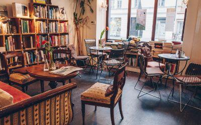 Buch & Bohne: Versinken im Biedermeiersofa