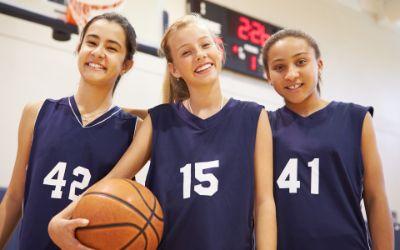 Mädchen von Basketball-Verein