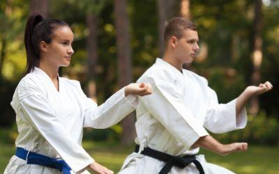 Kampfsport-Übung im Park