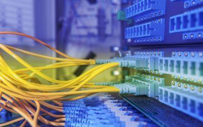 Netzwerk-Kabel im Serverraum