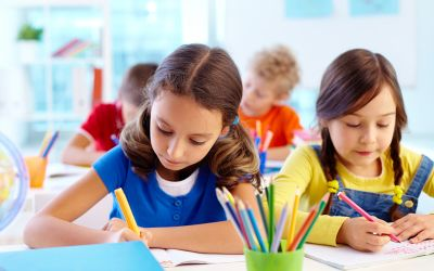 Schüler im Unterricht beim Schreiben