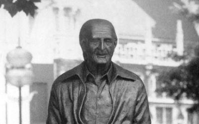 Sigi Sommer Statue
