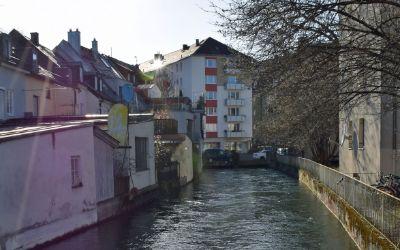 Der Auer Mühlbach an der Mondstraße in Untergiesing