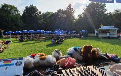 DJ-Pult in Haralds Kollektivgarten im Weißenseepark in Giesing