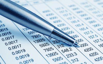 Kugelschreiber deutet auf Finanzaufstellung