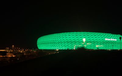 Die Allianzarena beim Greening am St. Patricks Day