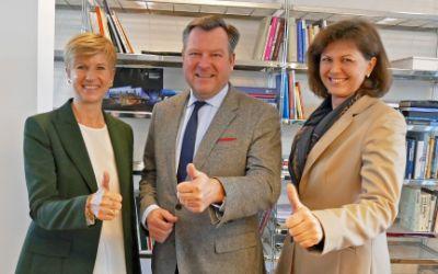 Bürgermeister Josef Schmid, Gesellschafterin der UnternehmerTUM Susanne Klatten und Staatsministerin Ilse Aigner zum geplanten Zentrum für Gründer in Zukunftsbranchen