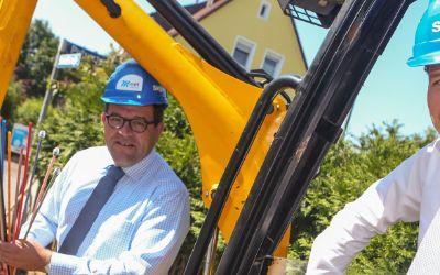 Spatenstich mit SWM Geschäftsführer Dr. Florian Bieberbach und Michael Fraenkle von M-Net