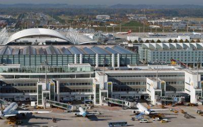 Der Terminal 2 am Flughafen aus der Luft