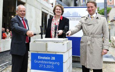 """Grundsteinlegung für das neue Bildungszentrum """"Einstein 28""""."""