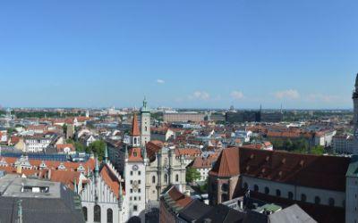 Panoramablick vom Rathausturm auf den Alten Peter