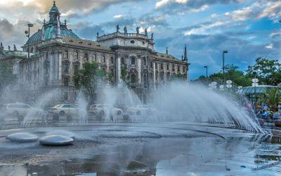 Sommerlicher Regenabend am Stachusbrunnen
