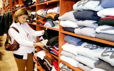 Frau beim einkaufen