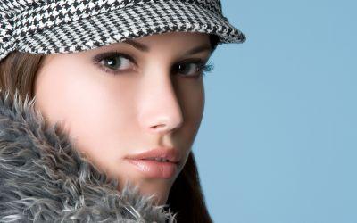 Fraumit Pelz und Mütze