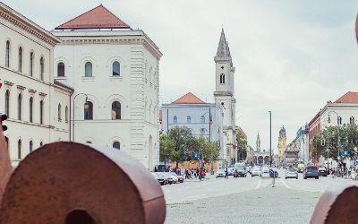 Ludwigstrasse mit Blick zum Odeonsplatz, LMU