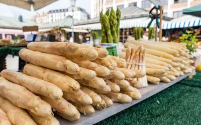 Spargel auf dem Viktualienmarkt in München