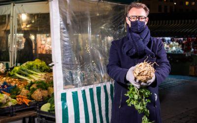 Holger Stromberg und der Sellerie vom Viktualienmarkt