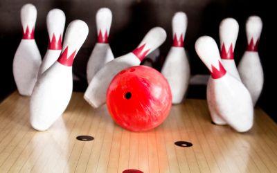 Bowling Kugel und Kegel