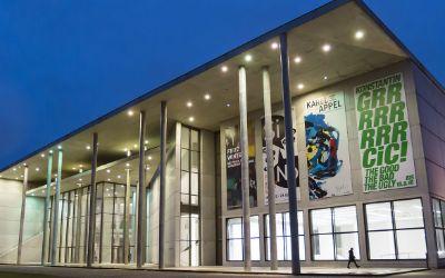 Die Pinakothek der Moderne zur Blauen Stunde