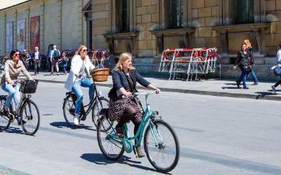 Fahrradfahrer vor der Residenz