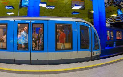 Stehende U-Bahn Münchner Freiheit