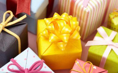 Bunt verpackte Geschenke