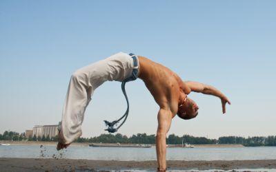 Capoeira Tänzer am Strand