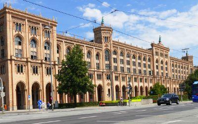 Das Gebäude der Regierung von Oberbayern