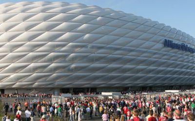 Fans vor der Allianz Arena