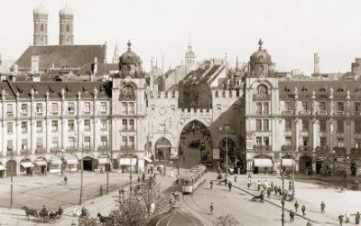 Historische Aufnahme: Die Ostseite des Karlsplatzes