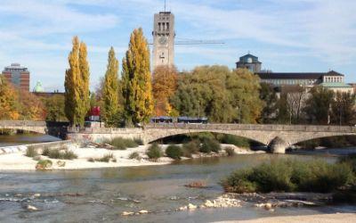 Corneliusbrücke im Herbst