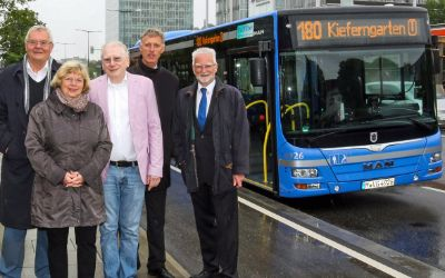 Ein Bus der neuen Linie 180 an der Haltestelle Riesstraße Süd