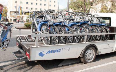 MVG Rad Fahrräder werden von Lieferwagen abgeladen