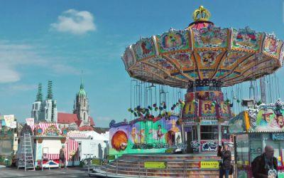 Frühlingsfest: Kettenkarussell beim Rundgang