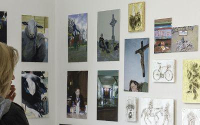 Besucher im Atelier von Claudia und Lothar Götter