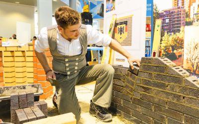 Handwerker auf der Messe Bau