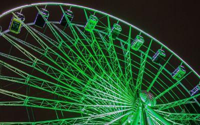 Riesenrad Umadum leuchtet zum Greening beim St. Patrick's Day
