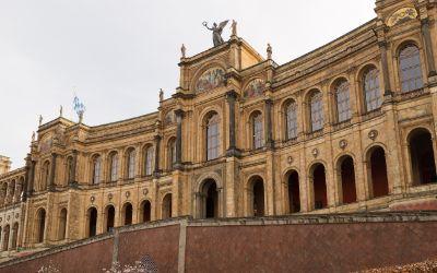 Das Maximilianeum im Frühling