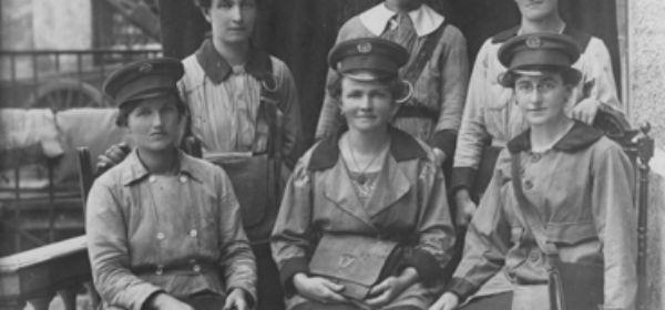 Briefträgerinnen, ca. 1915